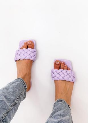Шлёпки нежно-фиолетовые с лямкой косичкой