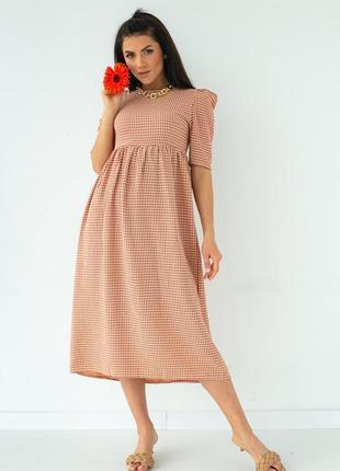 Клетчатое платье с оголенной спиной