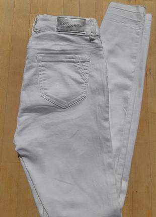 Белые плотные джинсы скинни amisu 36 р