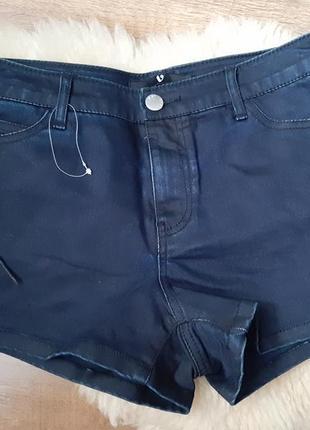 Стильный джинсовые шорты со шнуровкой