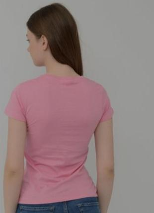 Однотонная розовая футболка