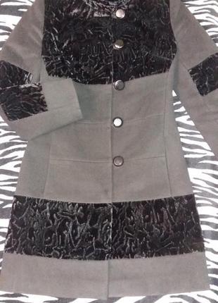 Черное осеннее пальто со стриженой ламой с  поясом