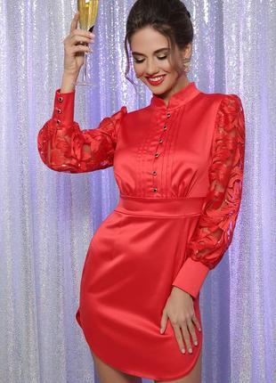 Женское нарядное красное атласное мини платье облегающего силуэта