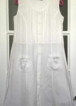 Белое льняное платье свободного фасона