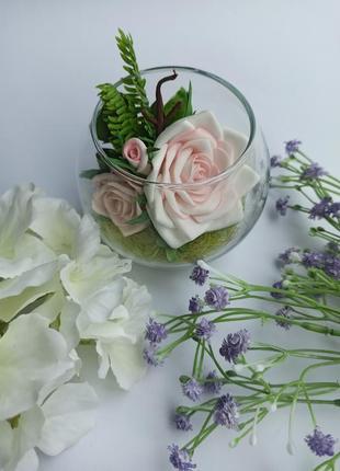 Декоративна композиція в скляній вазі