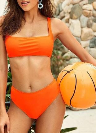 Раздельный купальник с широким топом и завышенными плавками оранжевого цвета