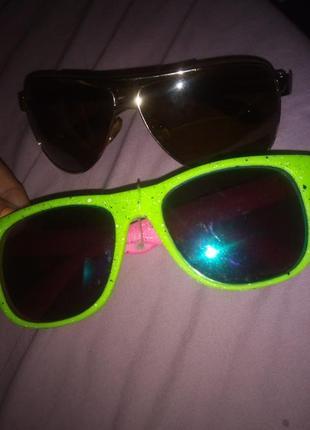Неоновые очки и капельки солнечные