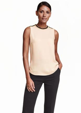 Блуза цвета топленого молока h&m. расшита декором!
