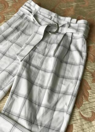 Белые штанишки в клетку