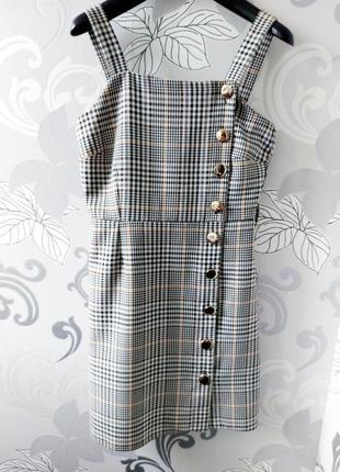 Серый коричневый сарафан на пуговицах в клетку клеточку короткое платье