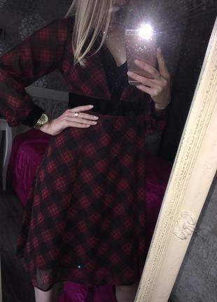 Стильное платье в клетку с бархатом
