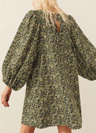 Свободное платье в цветы с обьемными рукавами