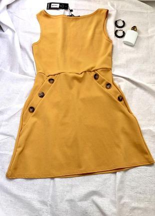 Новое горчично желтое трендовое платье сарафан с пуговицами