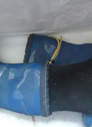 Резиновые сапоги с утеплителем на мальчика. размер 35.