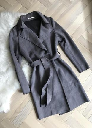 Стильне пальто-плащ