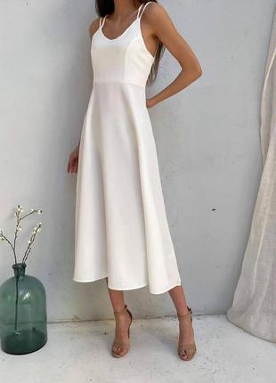 Платье с фигурными шлейками белое