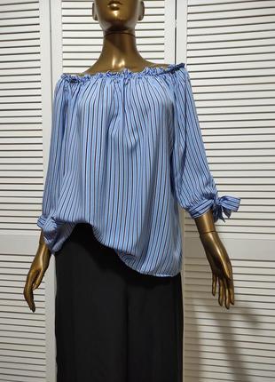 Блузка в полоску с открытыми плечами и завязками