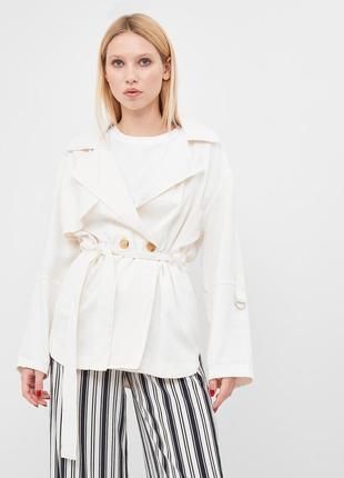 Пиджак белый на две пуговицы с поясом bershka