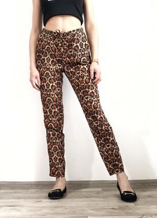 Легкие летние брюки на завышенной посадке штаны в леопардовый принт 1+1=3