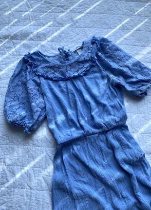 Блакитна сукня міді з мереживом  h&m