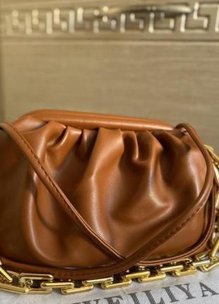 Модная красивая стильная сумка