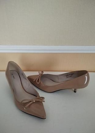 Элегантные лаковые туфельки-лодочки