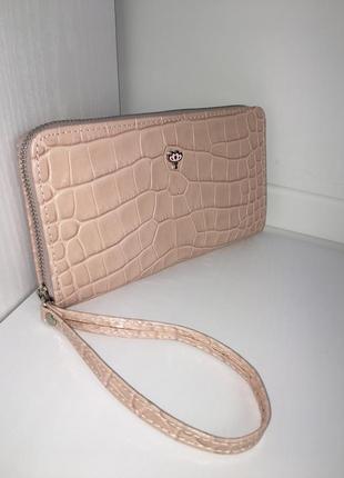 Нежный кошелек клатч из натуральной кожи с украшением лотос.