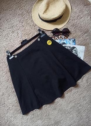 Актуальная базовая короткая юбка солнце клеш с пуговицами