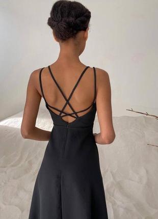 Струящиеся платье- с фигурной спинкой
