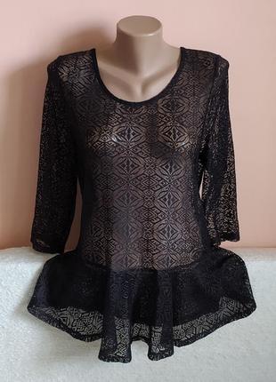 В ідеалі!класна кружевна ажурна блузочка з баскою, вказано р.16.