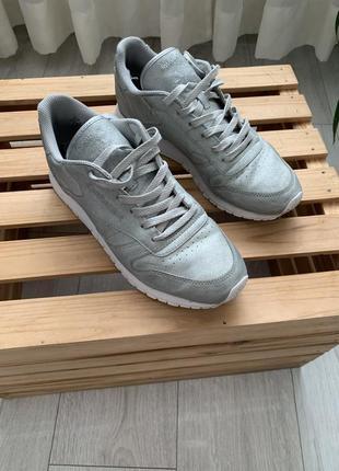 Кроссовки серебряное