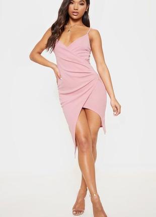 Розовое платье prettylittlething