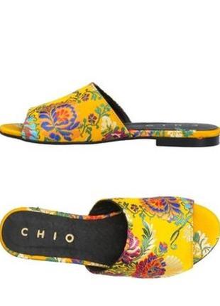 Красивые, стильные шлепанцы, шлепки от бренда chio, оригинал