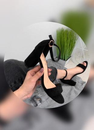 Женские босоножки базовые чёрные
