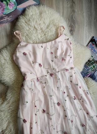 Красивое нежное платье с сеткой и вышивкой цветы . платье с вышивкой