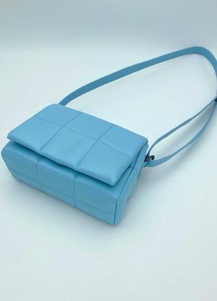 Молодежная сумочка через плечо голубого цвета
