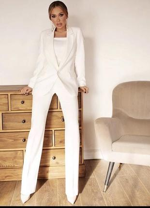 Белый шикарный костюм