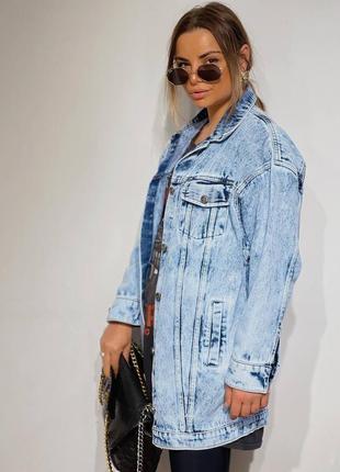 Удлиненная женская джинсовая куртка3 фото