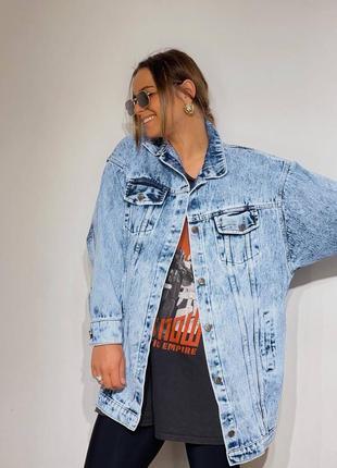 Удлиненная женская джинсовая куртка7 фото