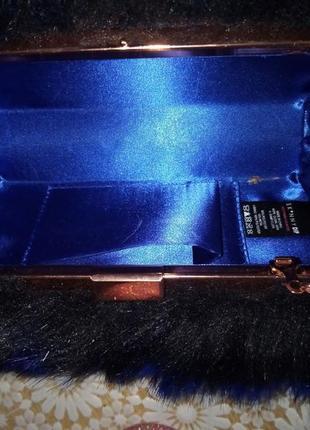 Оригинальная, мохнатая сумочка-клатч на цепочке4 фото