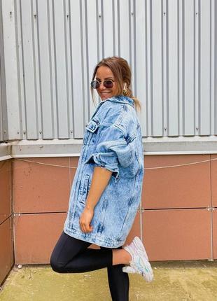 Удлиненная женская джинсовая куртка оверсайз5 фото