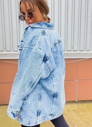 Удлиненная женская джинсовая куртка оверсайз7 фото