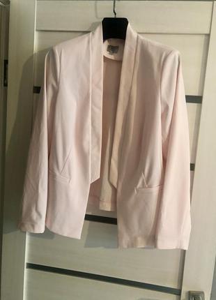 Базовый деловой пудровый пиджак жакет