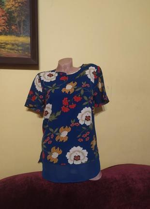 Неймовірно красива шифонова синя блузочка блуза в яскравий квітковий принт