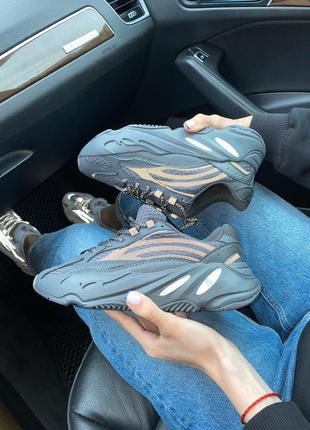 Женские кроссовки adidas yeezy 700 black all reflective4 фото