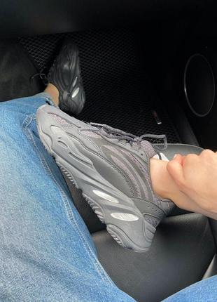Женские кроссовки adidas yeezy 700 black all reflective6 фото