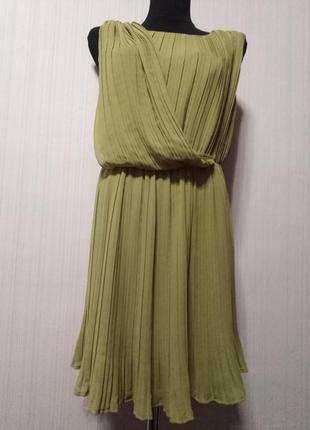 Платье плиссе с драпировкой горчичного цвета