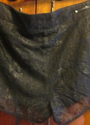 Классные шорты guess размер 26-27 . новые