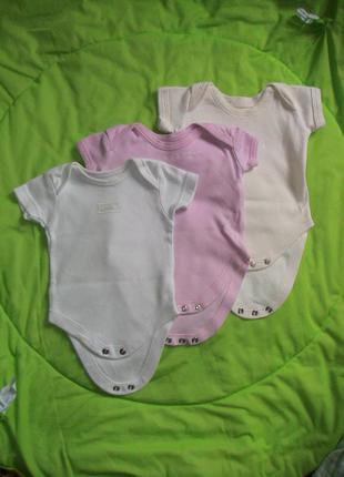 Набор фирменных бодиков для новорожденных малышек 3 шт.