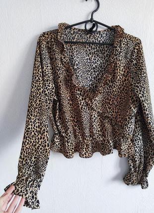 Укороченная блуза в анималистичный принт